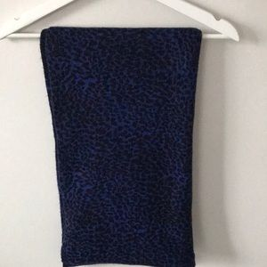 DANIER Infinity women's scarf.